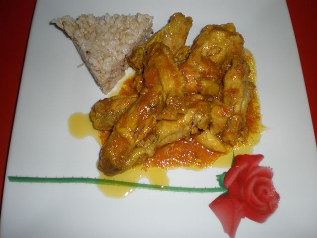 Alitas de pollo con tomate y curry